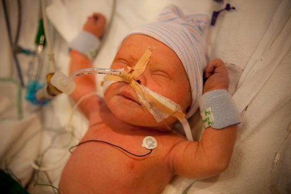 Mika vlak na zijn geboorte