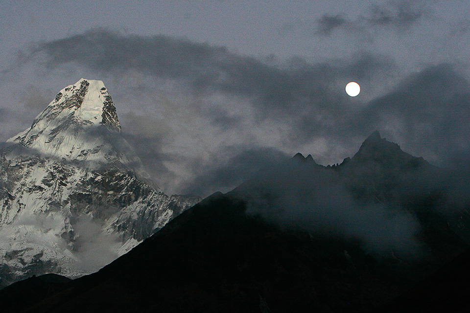 Everest full moon